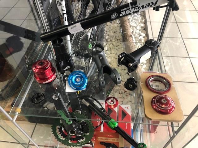 Lovehurts Bikeshop Bekleidung